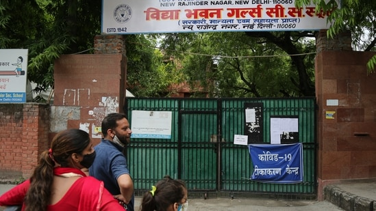 A Covid-19 vaccination centre closed due to non availability of vaccines, at Rajendra Nagar in New Delhi, India, on Wednesday.(Sanchit Khanna/HT PHOTO)