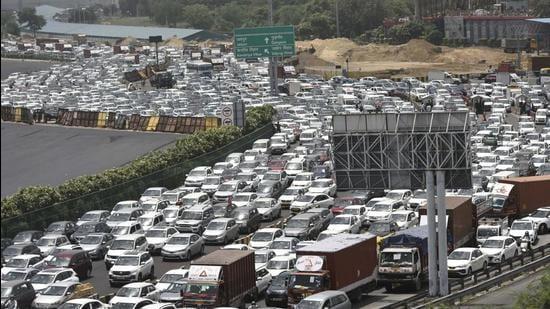 Experts said the repair can reduce traffic load at Sirhaul toll by 24%. (Vipin Kumar/HT PHOTO)