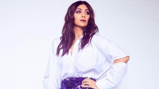 Shilpa Shetty in <span class='webrupee'>₹</span>2k sequin mini skirt, trendy white shirt promotes Hungama 2(Instagram/@theshilpashetty)