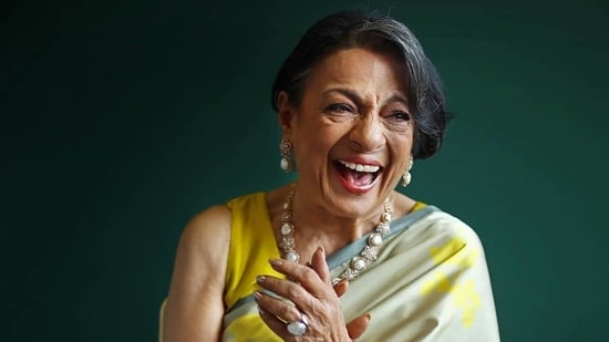 Tanuja posing candidly in the pictures, her laugh totally reminds us of the heartfelt laughs we often see on Kajol (Instagram).