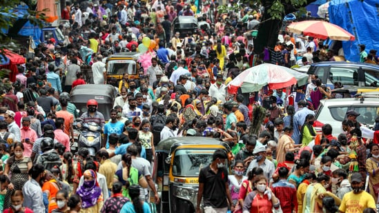 A crowded market in Mumbai on Wednesday amid the apprehension of a third wave fo Covid-19 in India. (PTI)