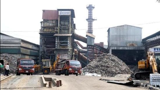 In June last year, the civic body had taken over the plant from the Jaypee Group, due to its inability to process the waste completely. (HT File Photo)