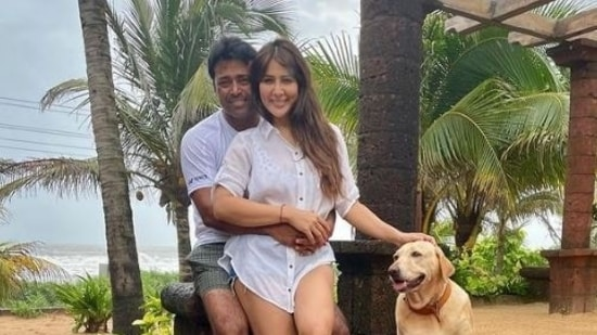 Leander Paes and Kim Sharma pose together.