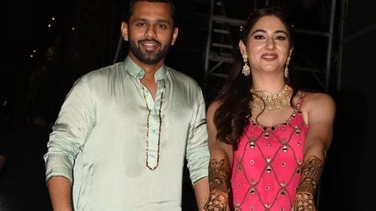 Rahul Vaidya and Disha Parmar pose for paparazzi at their mehendi ceremony.(Varinder Chawla)