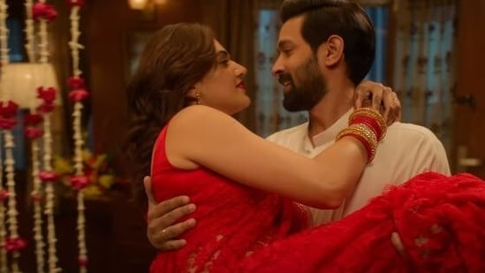 Vikrant Massey and Taapsee Pannu in a still from Haseen Dillruba.