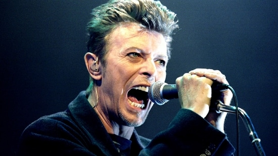 FILE PHOTO: British pop star David Bowie screams into the microphone as he performs on stage during his concert in Vienna, February 4, 1996. (REUTERS)