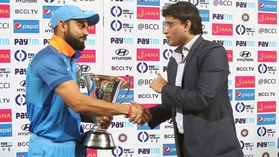 Mohammad Kaif (not in picture) compared the captaincy styles of Virat Kohli (L) and Slourav Ganguly (R)(BCCI/File)