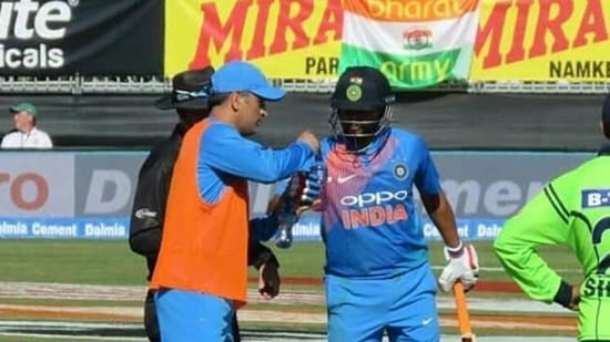 Suresh Raina (R) recalled a hilarious banter with MS Dhoni (L) during Ireland T20I(Twitter)