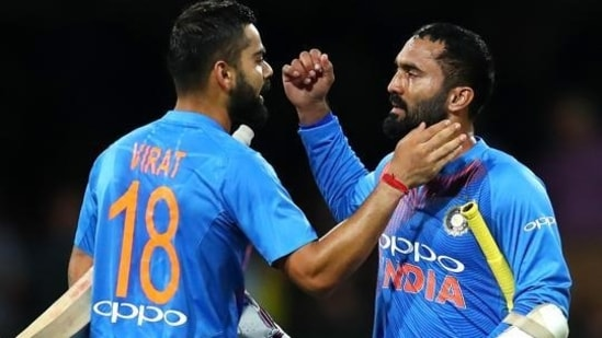 Virat Kohli (L) and Dinesh Karthik (R)(Getty Images)
