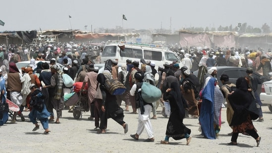 People rush towards a border crossing point in Pakistan's border town of Chaman on July 17, 2021.(AFP)
