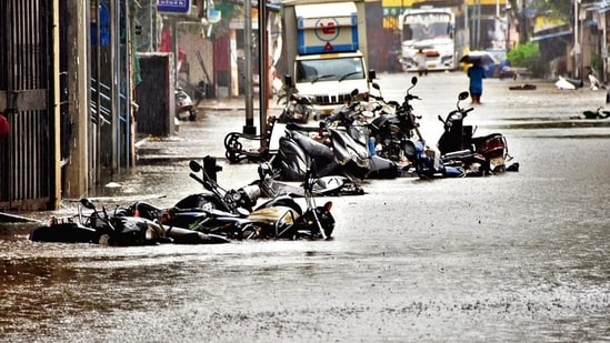 A waterlogged street amid heavy rain at the Lalbaug area in Mumbai on Sunday. (Praful Gangurde /HT)