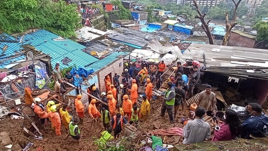Several people were killed after a wall collapsed on some shanties in Chembur's Bharat Nagar area due to a landslide in Mumbai. (HT Photo/Satish Bate)