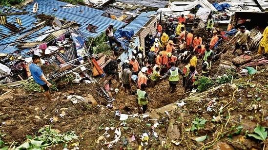 Rescue workers dig through debris to find survivors in Chembur in Mumbai on Sunday. (Satish Bate/HT)
