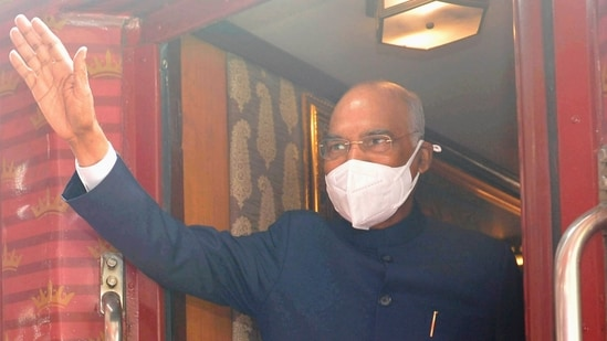 President Ram Nath Kovind boards a special train for Kanpur from Safdarjung railway station in New Delhi. (PTI file photo)