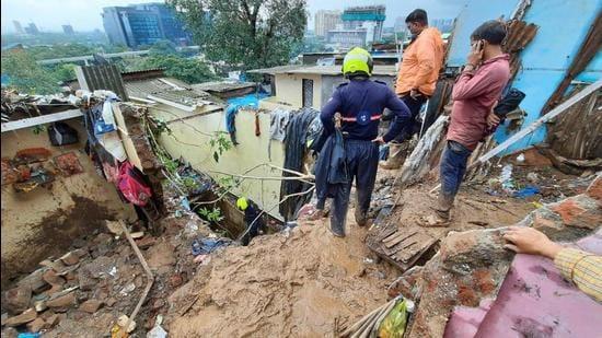 Five to six houses collapsed in Panchsheel Chawl in Surya Nagar area of Mumbai's Vikhroli, killing three and injuring two. (HT Photo/praful gangurde)