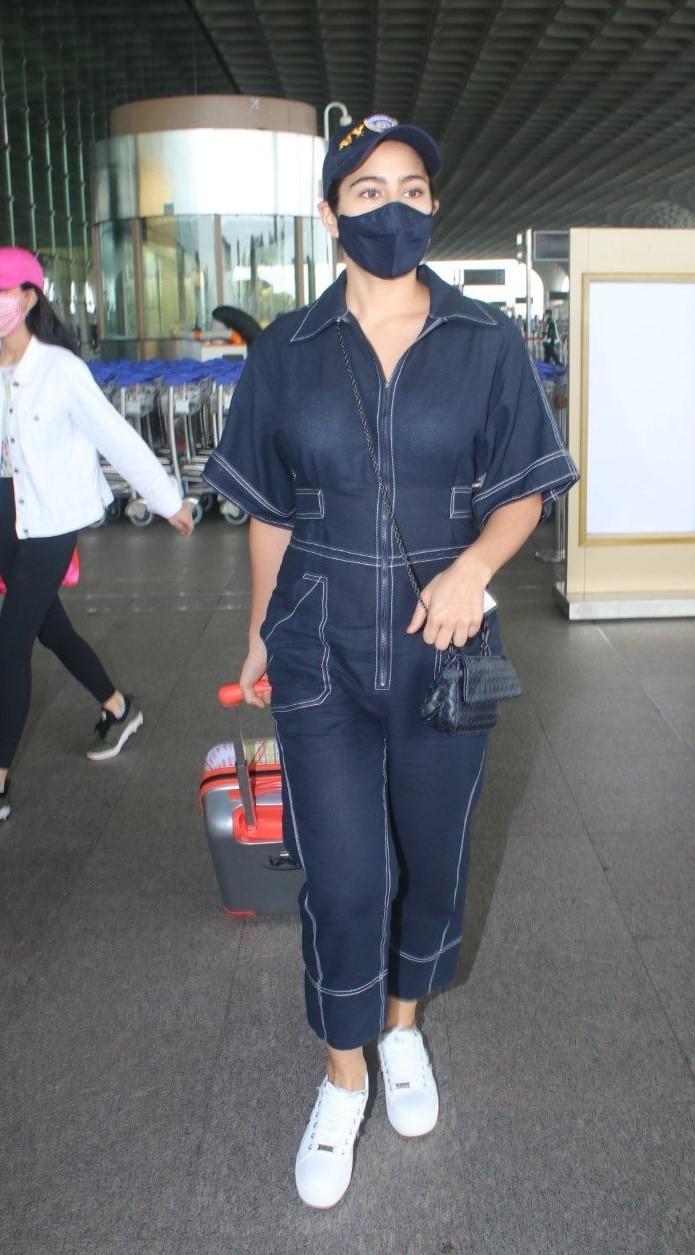 Sara Ali Khan at the airport.(Instagram)