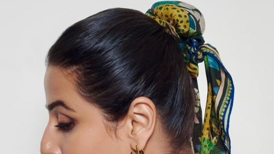 The scarf worn by Vidya had a similar print and the price of scarves by the brand ranges from <span class=