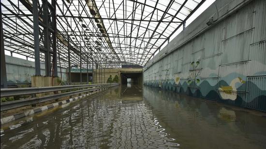 A waterlogged underpass at Rajiv Chowk. (Parveen Kumar/HT Photo)
