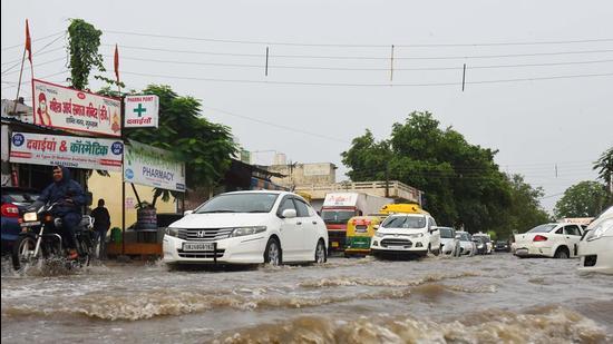 Gurugram traffic police issued regular updates over social media regarding areas that are severely waterlogged. (Vipin Kumar/HT PHOTO)