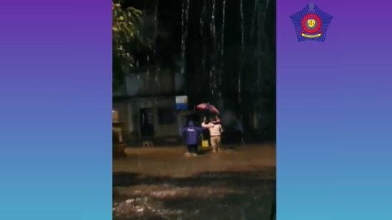"""Police Naik Rajendra Shegar, deployed at Kandivali Traffic Chowki, helping an injured dad and his daughter reach to safety,"" Mumbai Police posted on Instagram."
