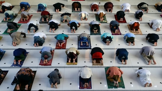 Indonesian Muslims offer Eid al-Adha prayers at the mosque amid a surge of coronavirus disease (COVID-19) cases in Bogor, on the outskirts of Jakarta, Indonesia, July 20, 2021. (REUTERS)