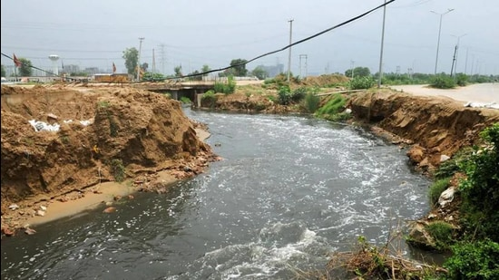 The monitoring committees will conduct raids and take action against the errant industrial units found releasing untreated effluent illegally. (HT Photo)