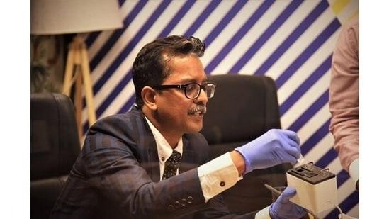 Abhijeet Sinha demonstrating Israeli technology SepctraLIT before NITI Aayog Member Dr. V.K. Saraswat & Dr. V. K. Paul, Chief - Covid Task Force.