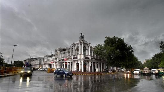 Overcast weather around noon just before heavy rain at Connaught Place in New Delhi. (HT file)
