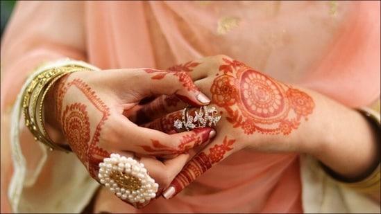 Mehndi designs for Eid-ul-Adha 2021: Latest trendy henna art, DIY Arabic pattern(Photo by Abuzar Xheikh on Unsplash)