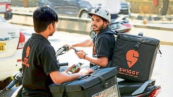 Swiggy's chief rival Zomato saw its <span class='webrupee'>₹</span>9,375 crore IPO subscribed around 40 times, indicating investor enthusiasm to back the money-losing food delivery startup.(File photo)
