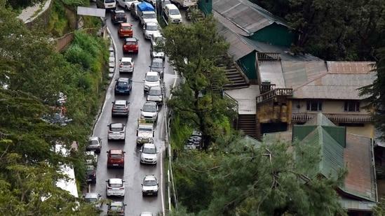 Traffic congestion at Lakkar Bazar-Old bus stand road, Shimla in Himachal Pradesh. Photo by Deepak Sansta / Hindustan Times