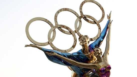 A sculpture depicts Olympic figure skaters for the 2022 Beijing Winter Olympics.(Getty Images)