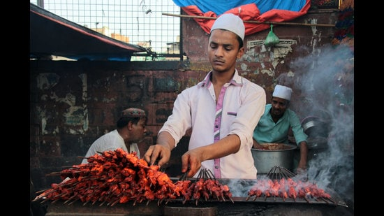 This Eid, relish delicious foods from eateries around Jama Masjid in Old Delhi, which are now being delivered at the doorstep. (Photo: Shivam Saxena/HT)