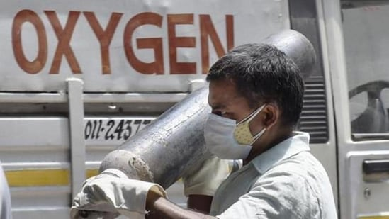 Many state governments have slammed the statement made by Union minister Dr Bharati Pravin Pawar in Rajya Sabha that no deaths were reported in the country due to lack of oxygen.(HT File Photo)