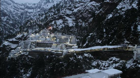 A view of snow-covered Mata Vaishno Devi bhawan at Katra, in Jammu. (HT Archive)
