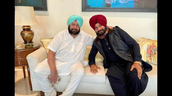 Chief minister Capt Amarinder Singh and former minister Navjot Singh Sidhu in Chandigarh in March. The two have been at loggerheads for the past few months, with the Amritsar East MLA attacking the CM over the desecration cases. (HT file photo/HT)