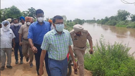 Sangrur DC inspecting the strengthening of the river bank in Moonak area on Thursday. (HT Photo)