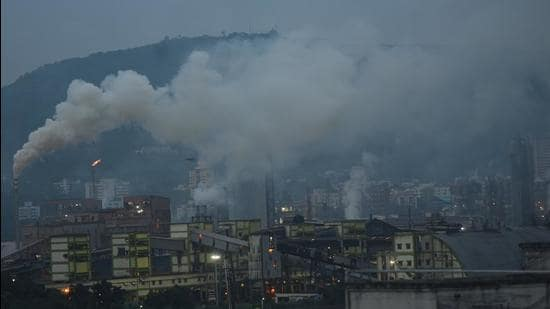 The world's two fastest developing economies with 2.5 billion plus people have witnessed a spurt in particulate matter induced air pollution levels in the past two decades. (Vijayanand Gupta/HT Photo/Representative use)