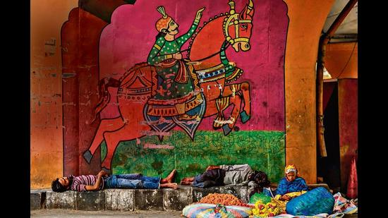 Homeless people in Delhi are facing a tough time in monsoon, due to the challenges posed by Covid-19. (Photo: AFP/Prakash Singh)