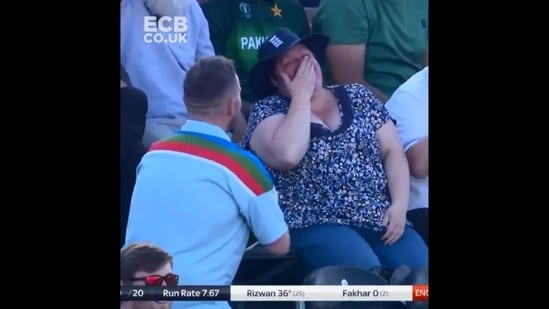 The image shows the man going down on one knee to propose to his girlfriend.(Twitter/@englandcricket)