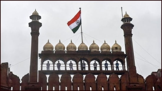 The national flag is a horizontal Tricolor of deep saffron at the top, white in the middle and dark green at the bottom in equal proportion.(Twitter/@renewablepower5)