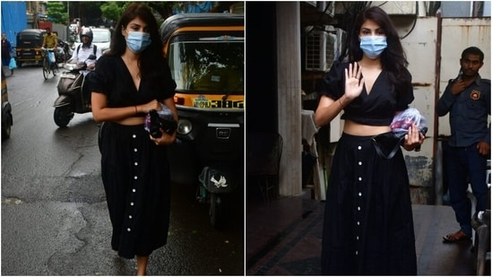 Rhea teamed the top with a skirt that had front button-down details and a flowy silhouette. She wore gold strappy sandals, a face mask and a black clutch with her outfit.(Varinder Chawla)