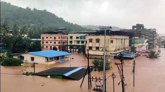 Heavy rainfall causes floods in Chiplun, Ratnagiri district, in Maharashtra. (HT Photo)