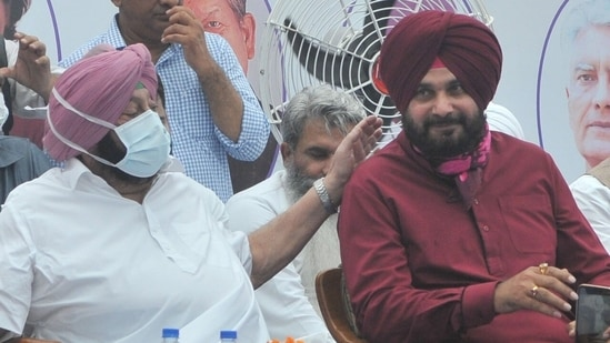 Watch: Navjot Sidhu takes charge as Punjab Congress' chief, takes stage in cricketer style   Latest News India - Hindustan Times