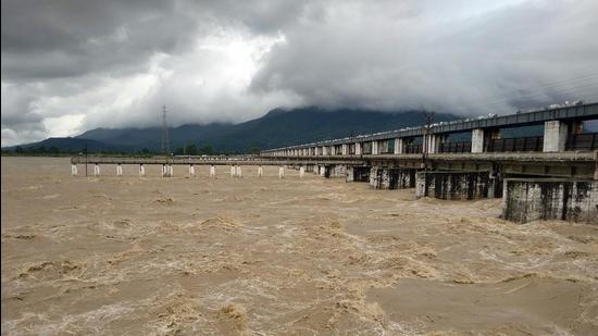 A view of the Gandak after four lakh cusec water was released from the Balmiki Nagar barrage in west Champaran district of Bihar on Wednesday. (ANI)