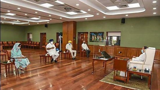 Vice-president and Panjab University vice-chancellor M Venkaiah Naidu with a delegation of Shiromani Akali Dal (SAD) MPs led by party president Sukhbir Singh Badal. (PTI)