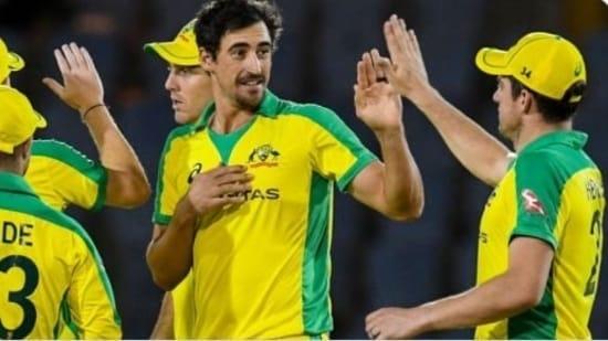 Mitchell Starc celebrates with Australian teammates(Twitter)