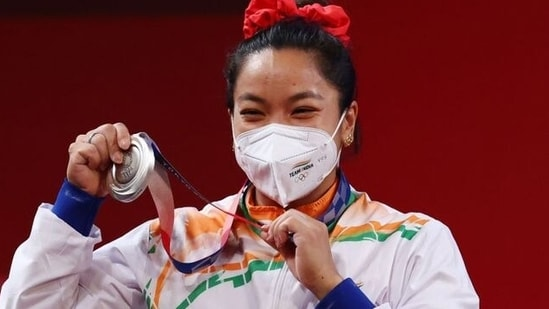 Tokyo Olympics 2020: Weightlifter Mirabai Chanu wins silver medal in women's 49kg category | Olympics - Hindustan Times