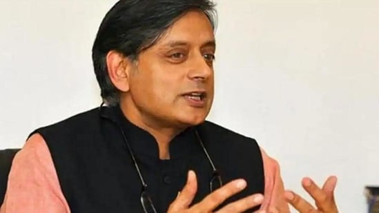 Shashi Tharoor took to Twitter to share a post on description of bhelpuri.(HT Photo)
