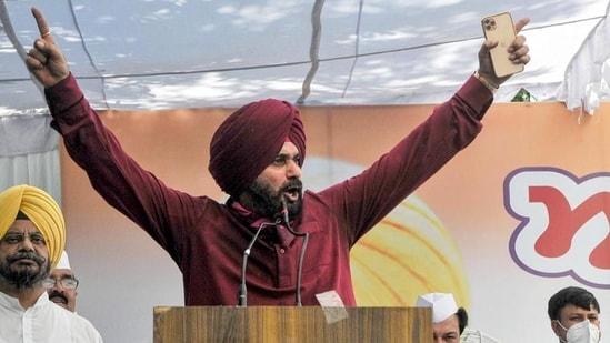 Pakistan Sikh community has also invited Sidhu to Kartarpur Sahib, (HT_PRINT)